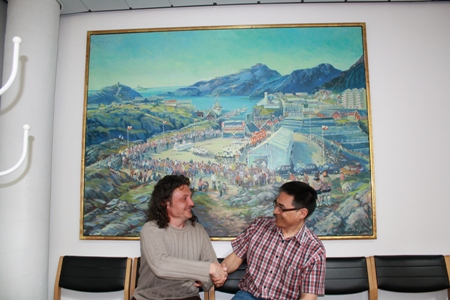 M. Velíšek meeting Deputy Mayor of Maniitsoq, Karl Lyberth