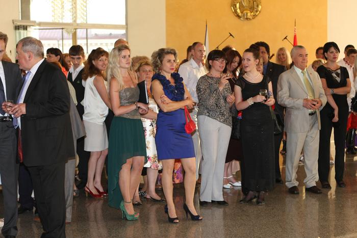 Платье прием в посольстве