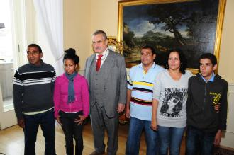 Karel Schwarzenberg and Roland Jimenez Pozada with family