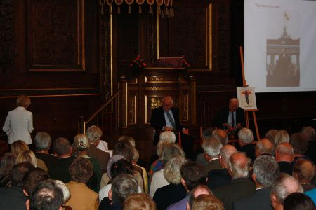 – The debate between R. von Weizsäcker and Uffe Ellemann-Jensen was followed by about 500 people