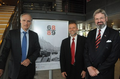 Opening of the exhibition (from the right): director of the Royal Library, Mr. Erland Kolding Nielsen, Czech ambassador, Mr. Zdeněk Lyčka, Danish Minister of Education, Mr. Bertel Haarder. Photo: Hasse Ferrold