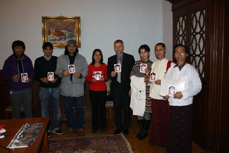 Czech Ambassador Zdenk Lyka and the director of the Prague Burma Center, Sabe Amthor Soe (in the middle), together with the representatives of the Burmese Community in Denmark