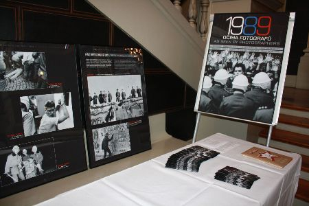 "Exhibition ""1989 as Seen by Photographers"" in the entrance to the Lectures Hall"