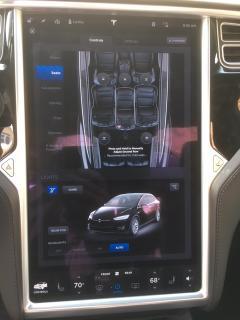 Palubní deska vozu Tesla X