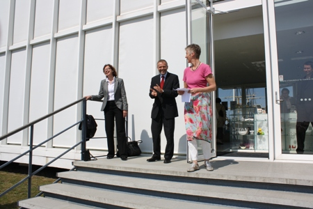 The opening of the exhibition (from the right): The director of the Glass Museum, Ms. Dagmar Brendstrup, the Czech Ambassador, Mr. Zdeněk Lyčka, the former Ambassador in Denmark, Ms. Hana Ševčíková.