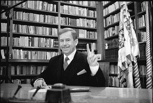 http://www.mzv.cz/public/e1/cc/1c/199377_14930_Havel_prezident_Skacha_300pix.jpg
