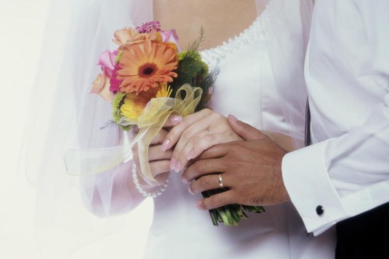 Manželství vzniká svobodným a úplný souhlasným projevem vůle.