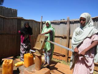 Women at rehabilitated shallow well at Gursum woreda