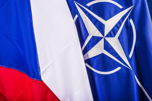 https://www.mzv.cz/public/50/69/15/2233581_1645016_CZ_NATO_flag_640x480.jpg