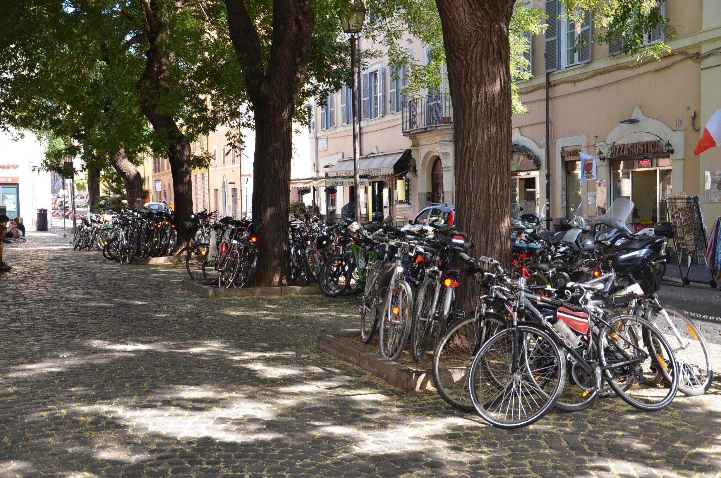 cyklopouť kola před bazilikou