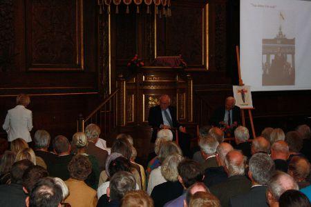 Debatten mellem R. von Weizsäcker og Uffe Ellemann-Jensen blev overværet af ca. 500 tilskuere