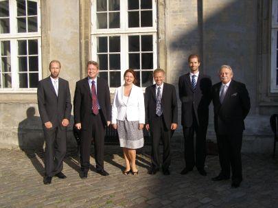 Ministeren sammen med repræsentanter fra Den Tjekkiske Ambassade