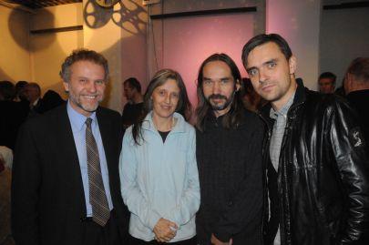 Fra venstre: Den tjekkiske ambassadør Zdeněk Lyčka, de tjekkiske musikere Irena og Vojtěch Havel, forsangeren for Nephew Simon Kvamm. Foto: Hasse Ferrold